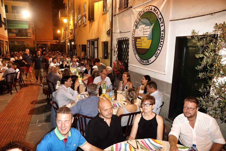 Un esercito di quasi 300 persone alla cena per mordini for Cucinare per 300 persone