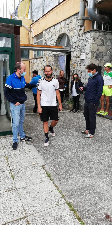 Giorgio Morando (con maglia bianca) che ha concluso il capolavoro iniziato da Lorenzo Carena